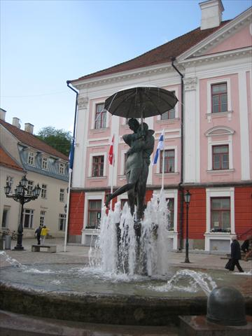 Kissing Students Fountain