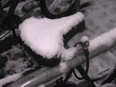 Bicycle saddle in winter